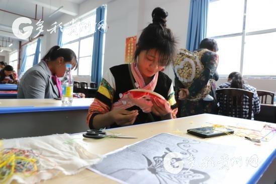 织金县:蜡染刺绣培训成增收致富新良方